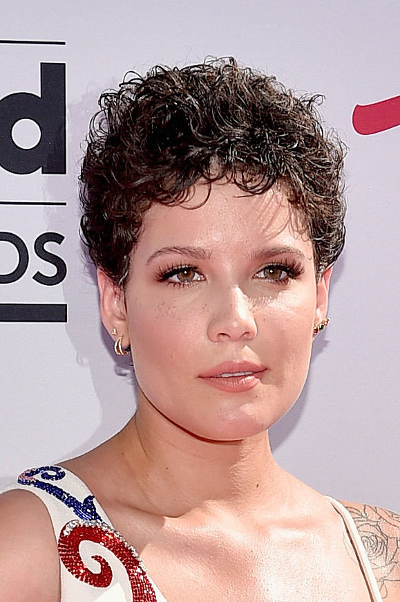 Halsey Debuts Blue Hair Again Instyle Com