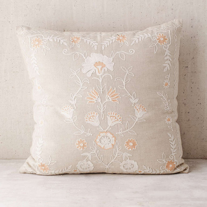 <p>Folk Floral Pillow</p>