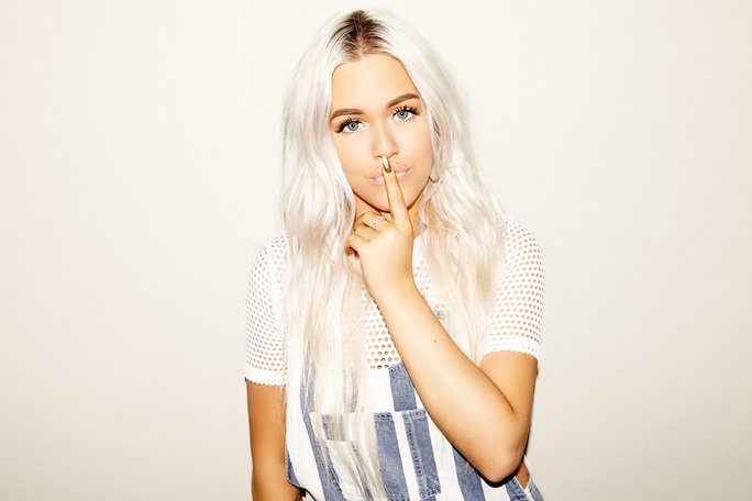 Lottie Tomlinson Teamed Up With Nails Inc. for a New Spray Polish
