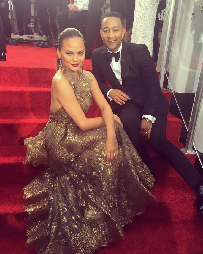 Chrissy Teigen Does Red Carpet Interview Sitting Down, Is Everyone's Hero