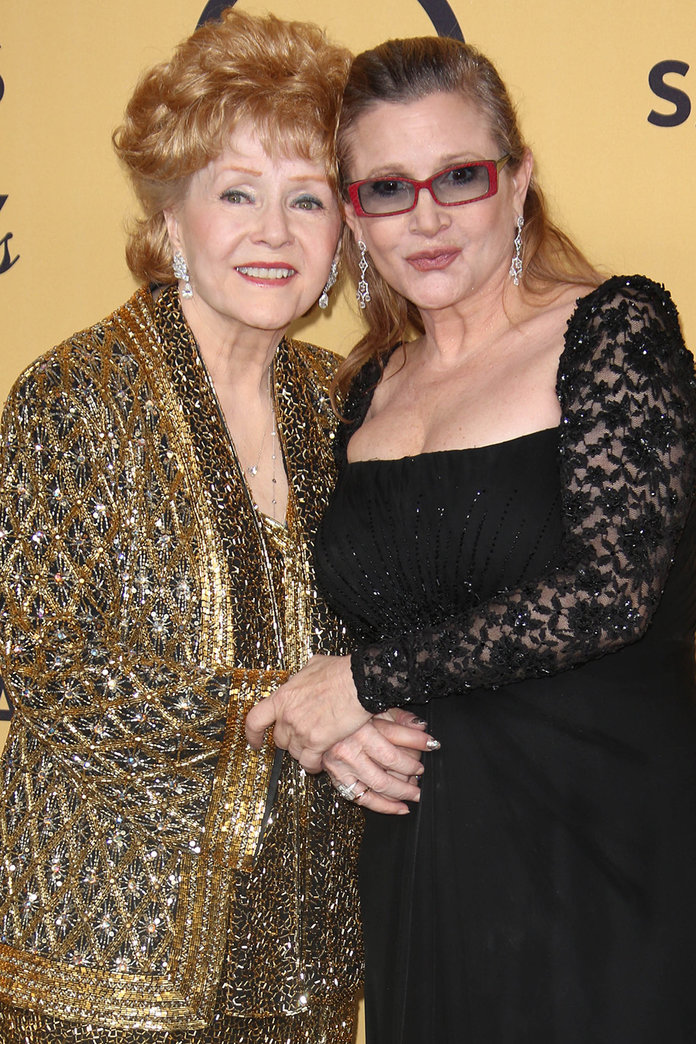 A Public Memorial For Carrie Fisher And Debbie Reynolds Will Feature A Tribute From James Blunt
