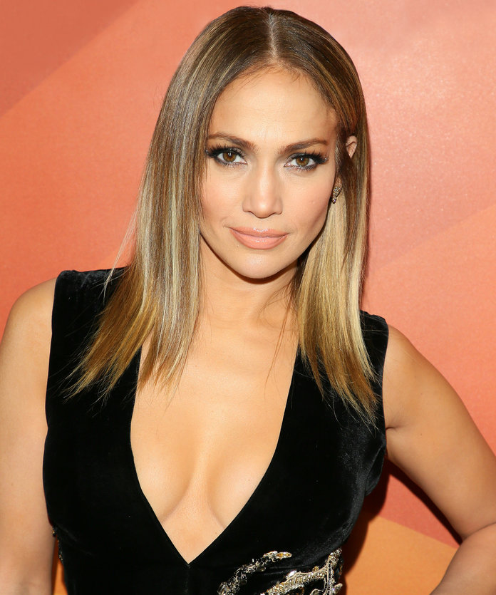 Jennifer Lopez Brought Back Her 2000s Side-Swept Bangs ...