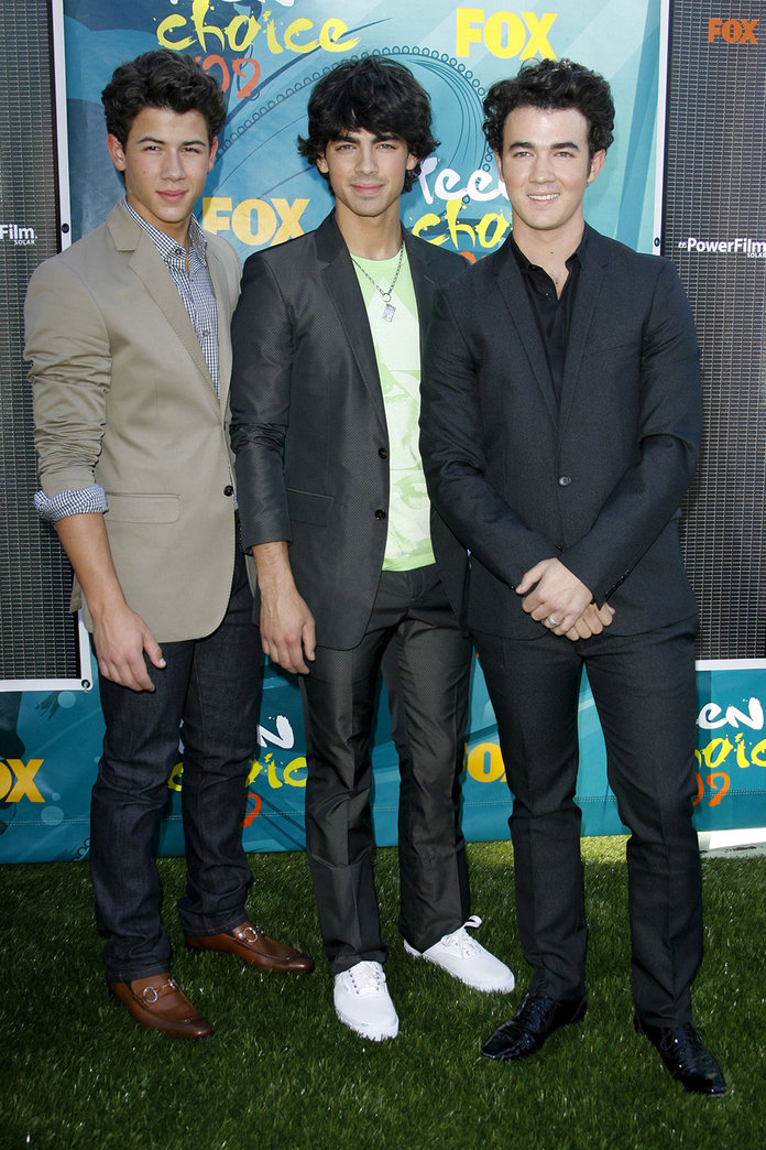 Mandatory Credit: Photo by Matt Baron/BEI/BEI/Shutterstock (990747ho)                     Jonas Brothers - Nick Jonas, Joe Jonas and Kevin Jonas                     2009 Teen Choice Awards, Universal City, CA - 09 Aug 2009