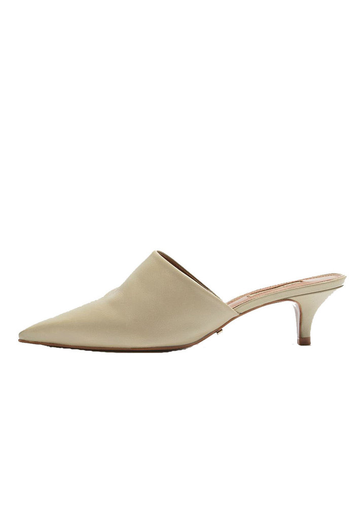 <p>Topshop Pointed Mules</p>