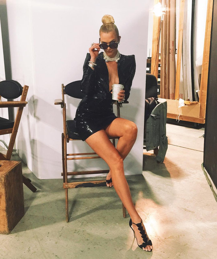 15 Photos That Show How Crazy Tall Karlie Kloss Is