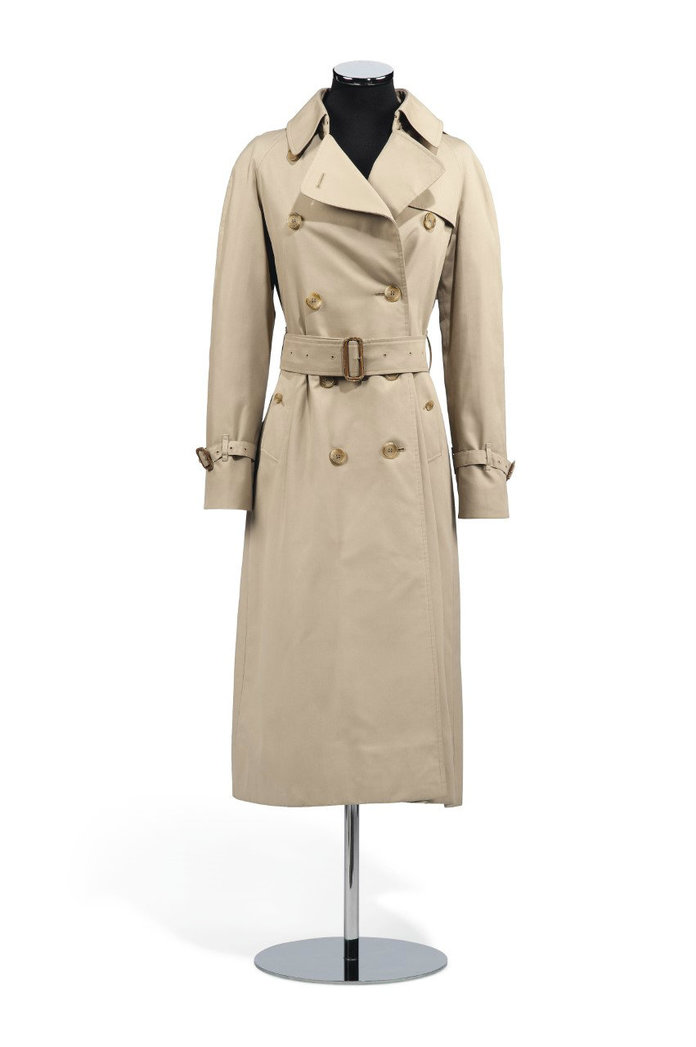 <p>Burberry Trench Coat</p>