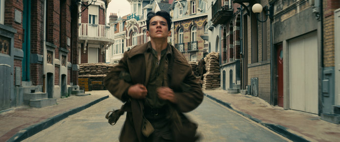 Harry Styles Isn't The Only Hot Boy In <em>Dunkirk</em>...