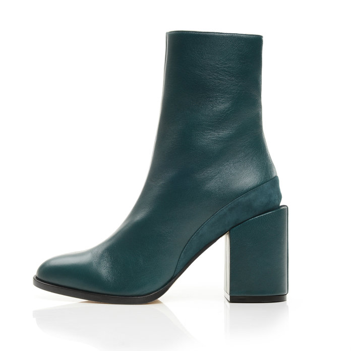 <p>CHUNKY BOOTS</p>