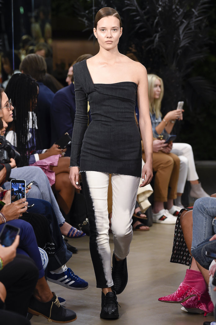 <p>The One-Shoulder Top and Two-Toned Jeans</p>