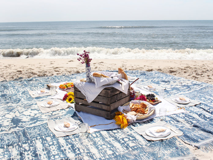 Tips For The Coolest Picnic On The Beach Instyle Com