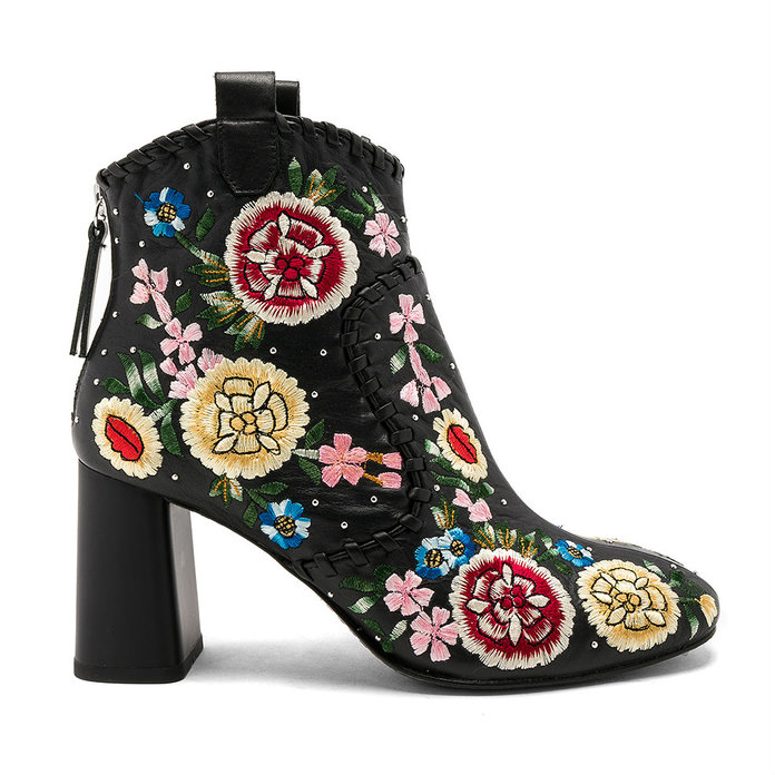 <p>EMBROIDERED BOOTS</p>