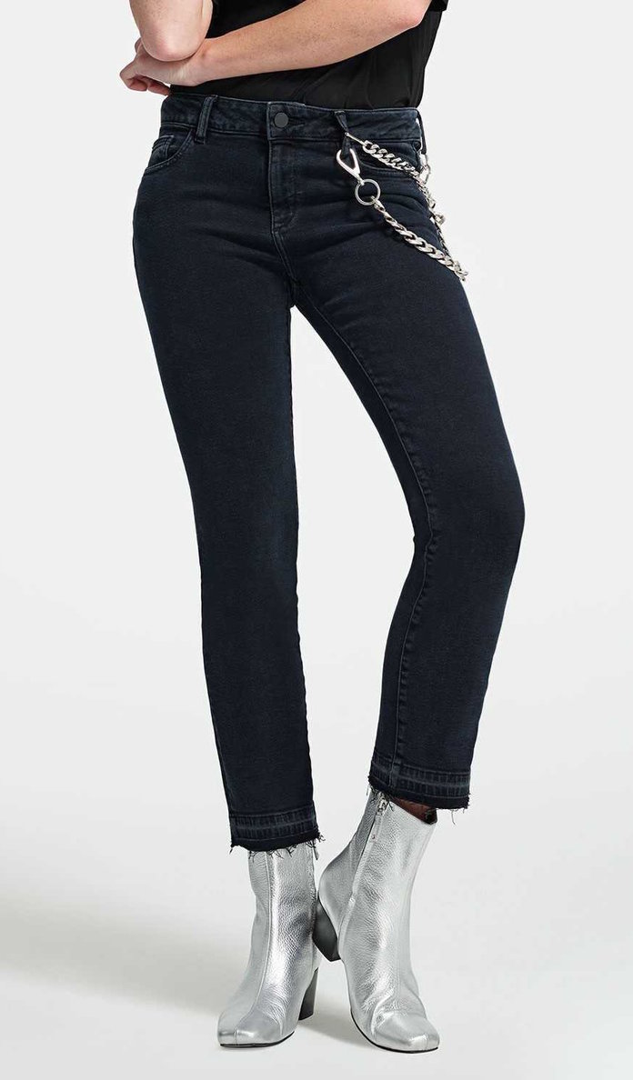 a435f6202f8c8 The Best Jeans for Women with a Round Tummy