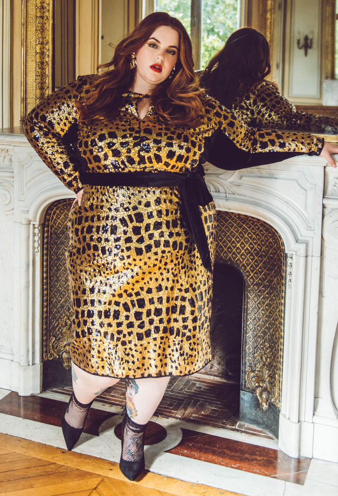 <p>GO GLAM WITH GOLD SEQUINS</p>