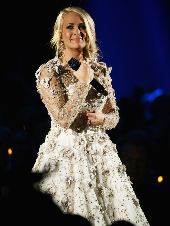 <p>Carrie Underwood in Angelic White Performance Look</p>