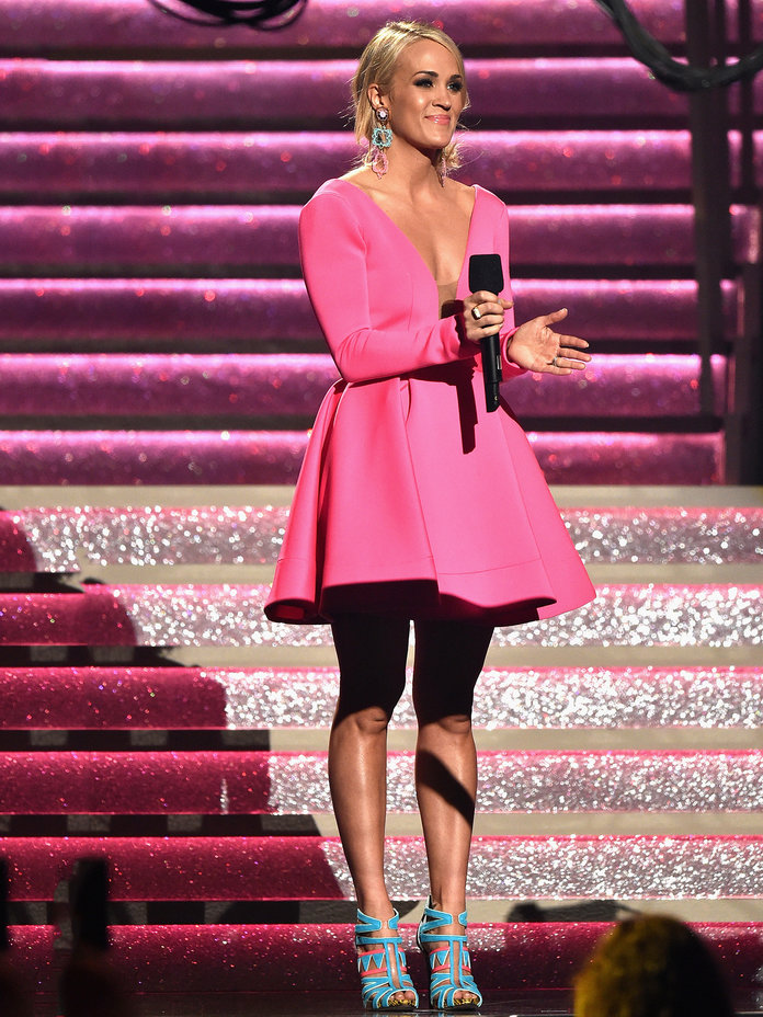<p>Carrie Underwood in Hot Pink V-Neck Dress</p>