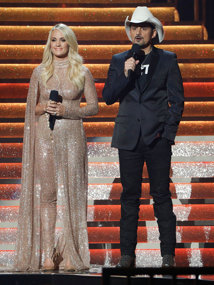<p>Carrie Underwood Dazzles in Sequins</p>