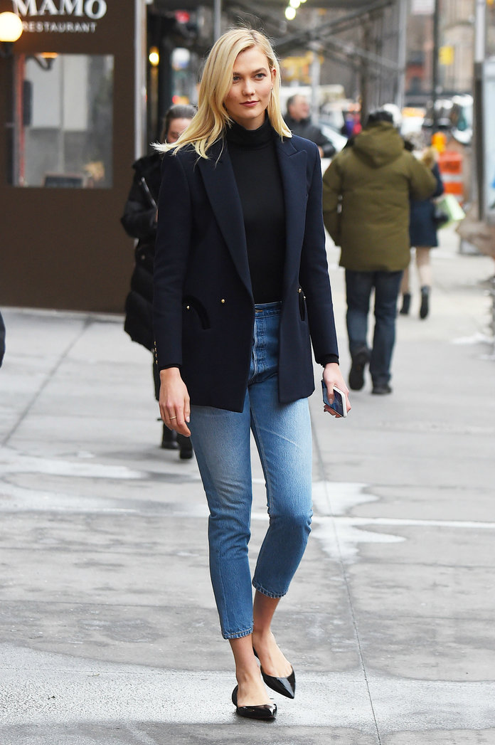 <p>A Guide to the Best Jeans for Tall Women</p>