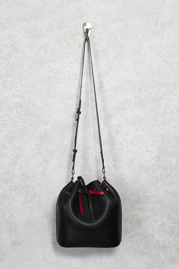 <p>Crossbody Bucket Bag</p>