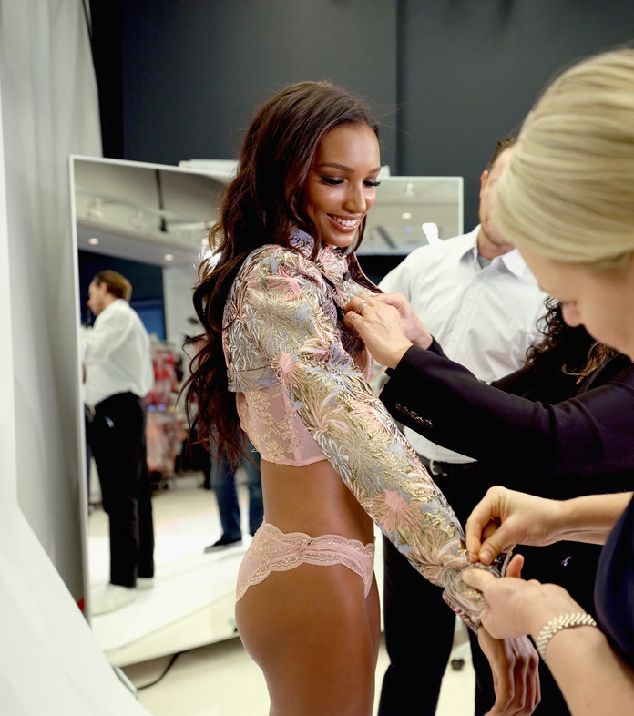 2018 Victoria's Secret Fashion Show Jasmine Tookes Behind the Scenes