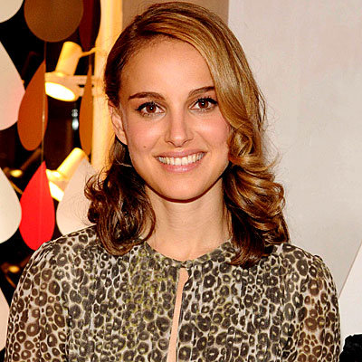 Natalie Portman - Deep side part with low full curls