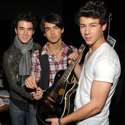 Kevin, Joe and Nick Jonas, MusiCares signing at the Staples Center, Los Angeles, Grammys, 2009 Grammy Awards