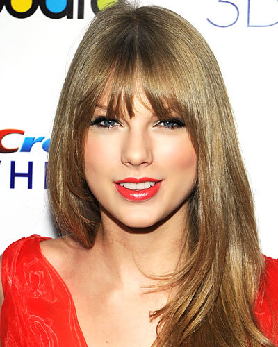 Taylor Swift's Layers & Airy Bangs
