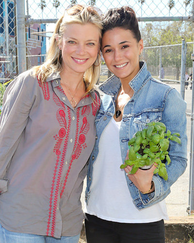 Amy Smart and Emmanuelle Chriqui