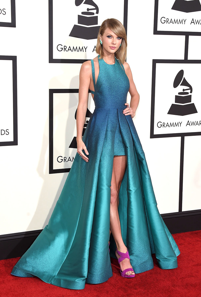 Taylor Swift\'s Red Carpet Style | InStyle.com