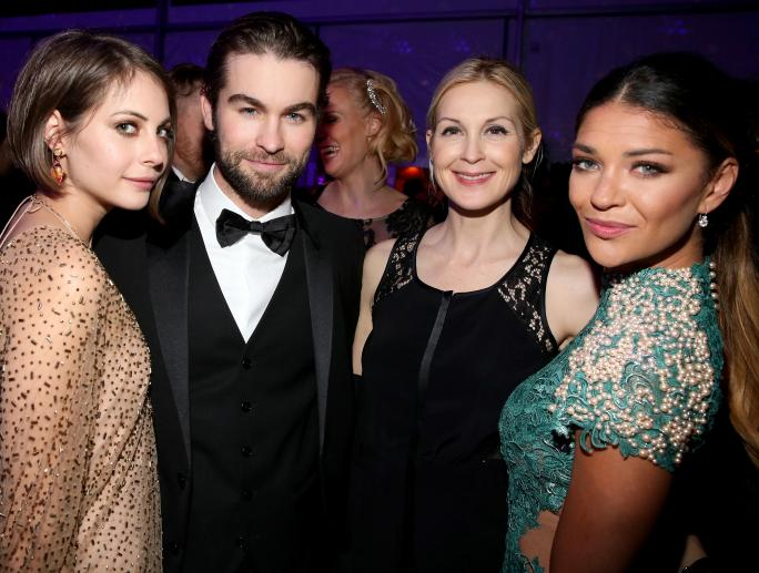 Chace Crawford, Kelly Rutherford, and Jessica Szohr