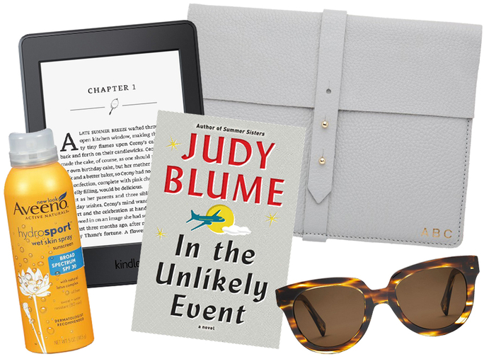 11 Things Every Bookworm Should Pack in Her Beach Bag