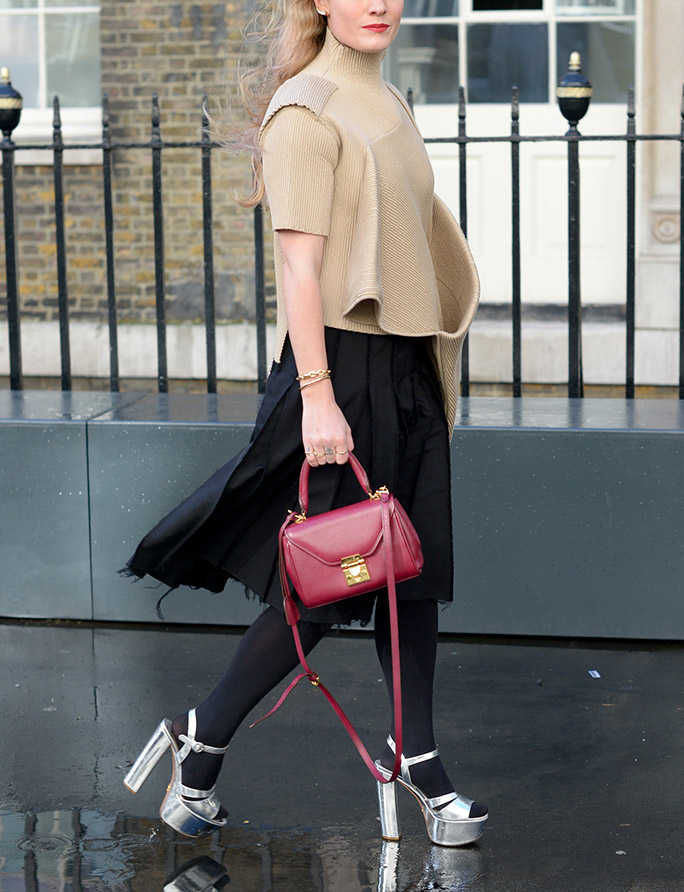 The Trick To Pulling Off Open-Toe Shoes With Tights