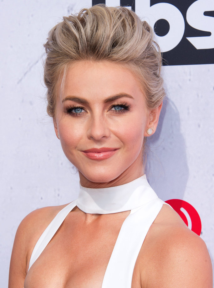 Julianne Hough's DIY Mani Hack Will Get You Perfect Chevron Nail Art