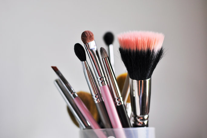 These Gorgeous Makeup Tool Organizers Keep Your Goods Dust-Free