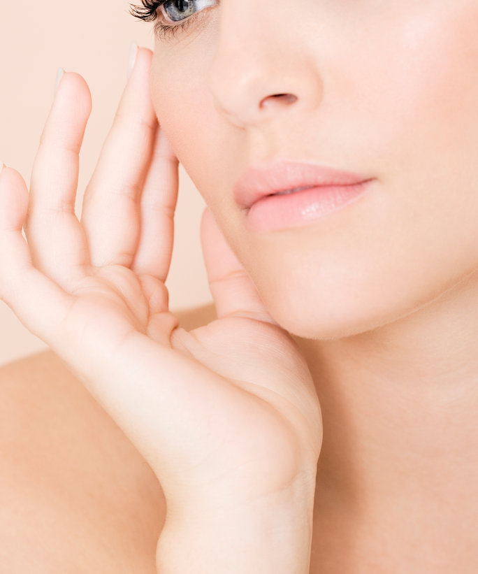 Here's How You Contour Away the Signs ofSunburn