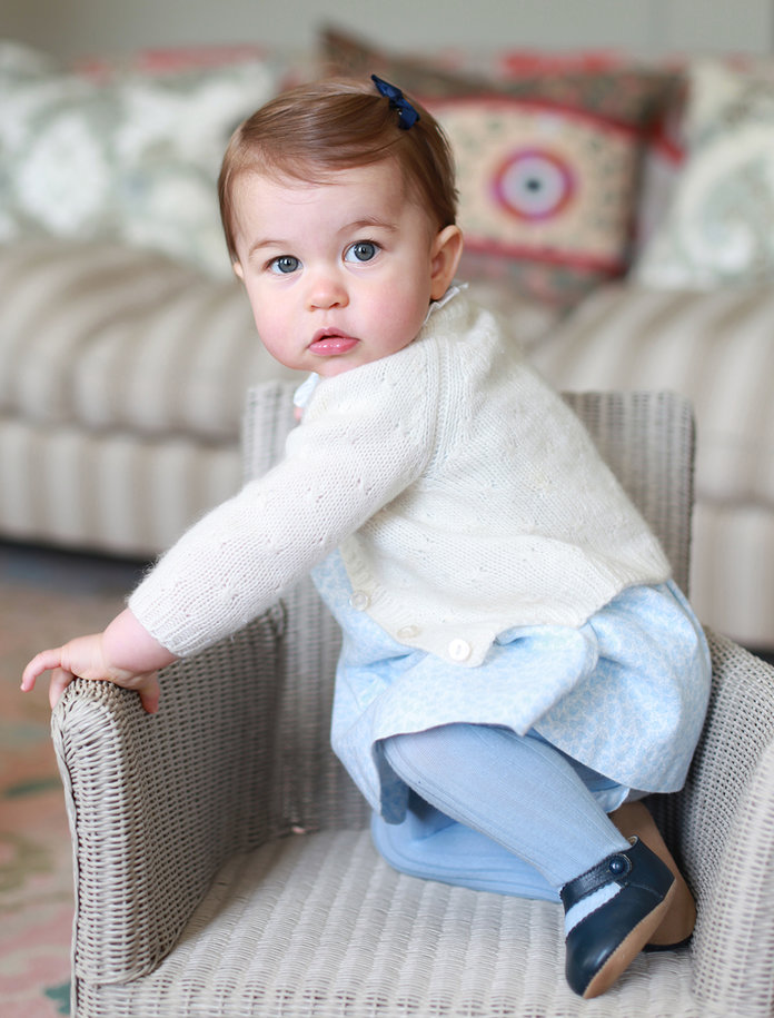 <p>Princess Charlotte Poses for Mom</p>