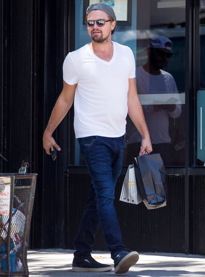 Leonardo DiCaprio Wearing a White Tee While Shopping Will Make You Swoon