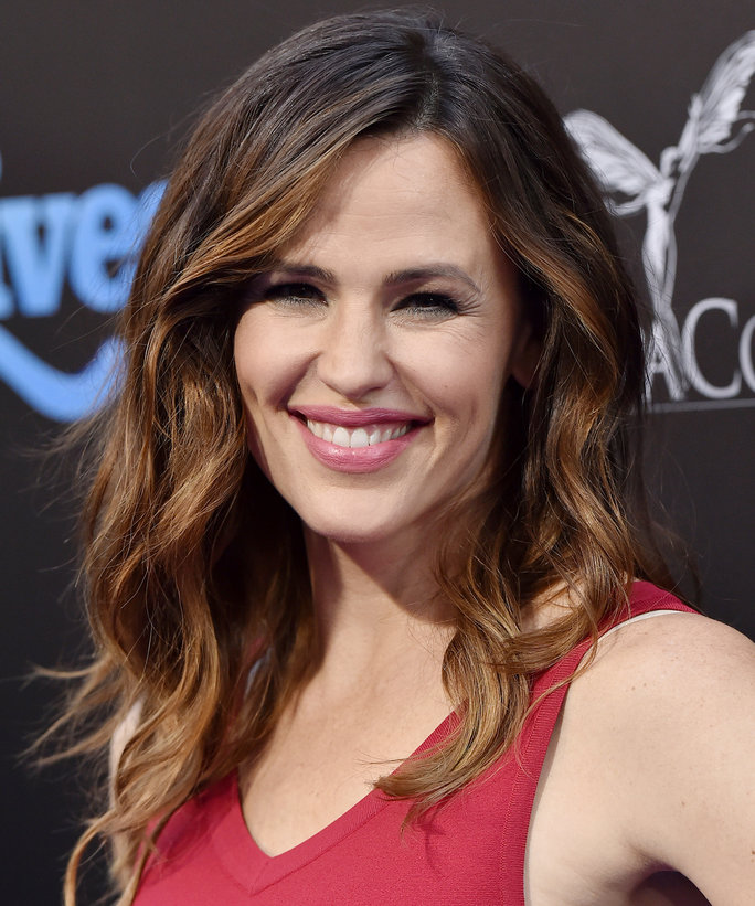 "Jennifer Garner Talks Raising Her Three Kids: ""I Try to Be the Best Version of Myself"""