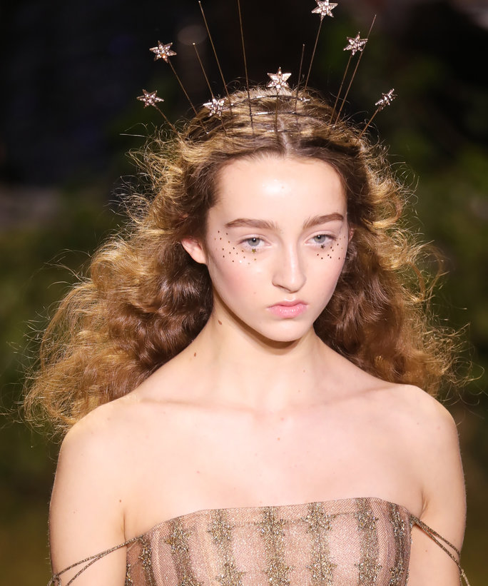 <p>Standout Headpieces at Dior</p>