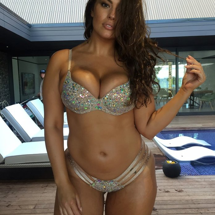 Ashley Graham Posts Behind-the-Scenes Photos from Sexy SI