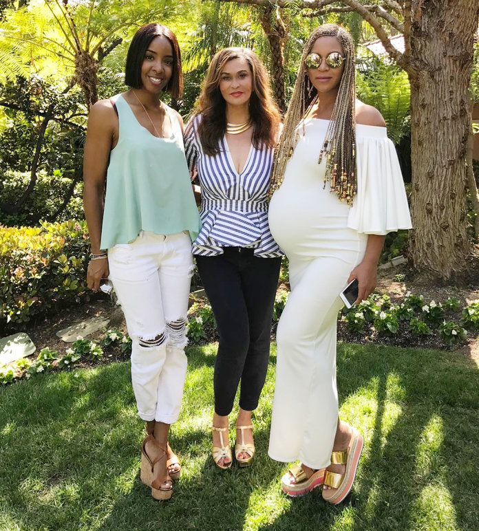 Beyoncé Wears All White for Easter, Looks More Beautiful Than Ever