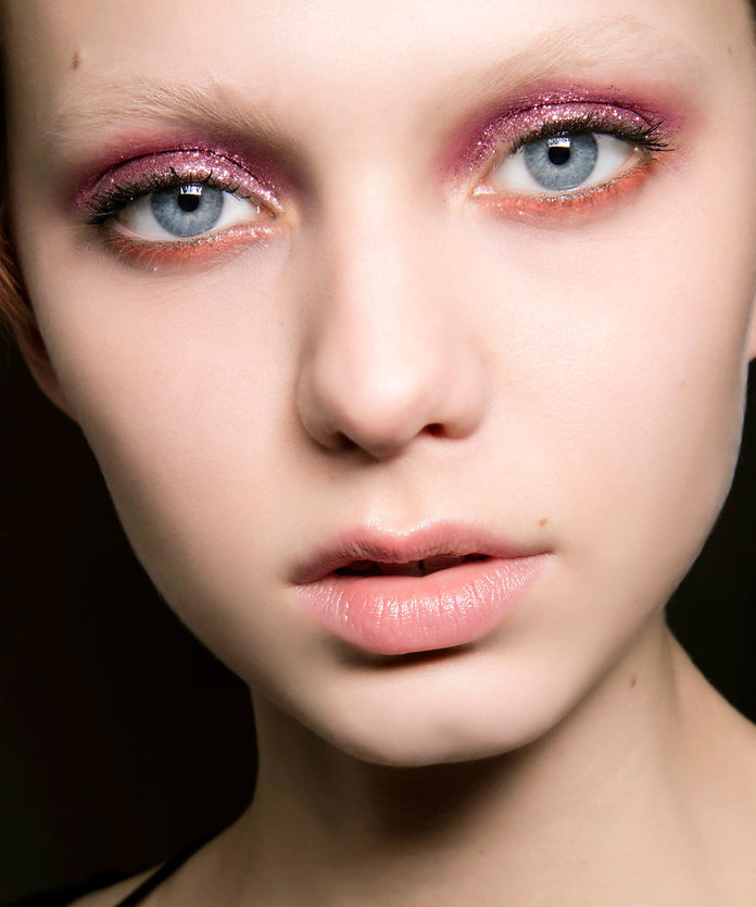 How to Wear Glittery Lids Without the Mess