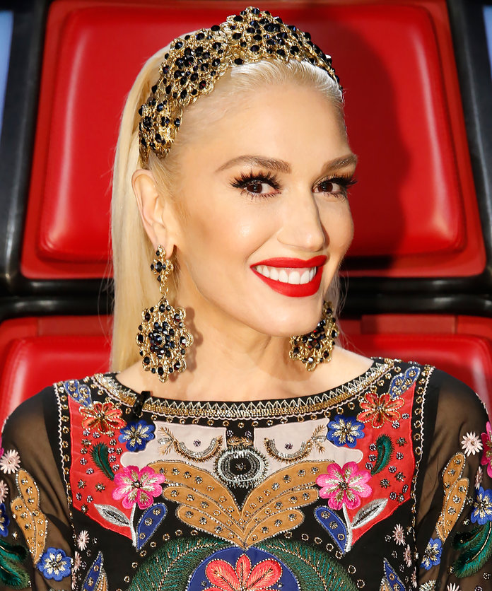 Daily Beauty Buzz: Gwen Stefani's Gold Headband