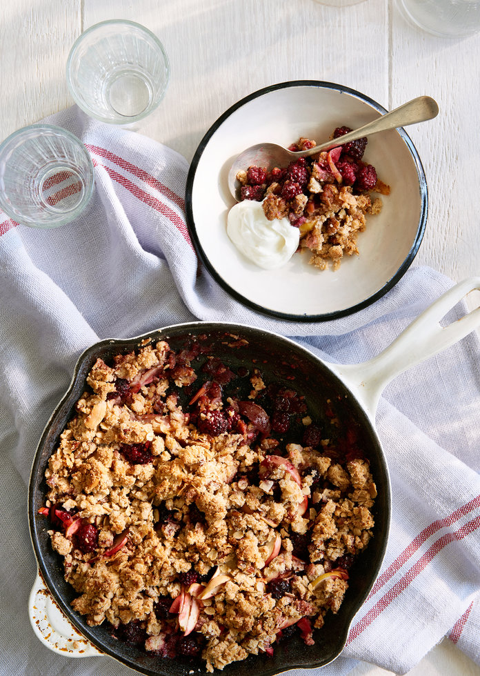 Start Your Day on a Sweet Note with This Apple-Blackberry Crisp