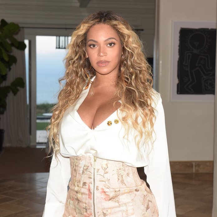 Beyoncé's Latest Instagram Will Make You Want to Wear Blue Lipstick