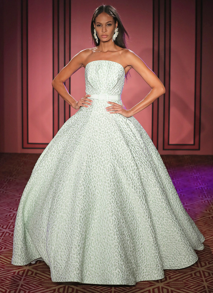 Gorgeous dresses from nyfw that every 2018 bride must see for Wedding dresses spring tx
