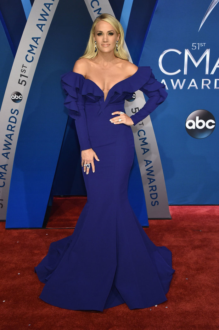 CMA Arrivals 2017 - Carrie Underwood - Slide
