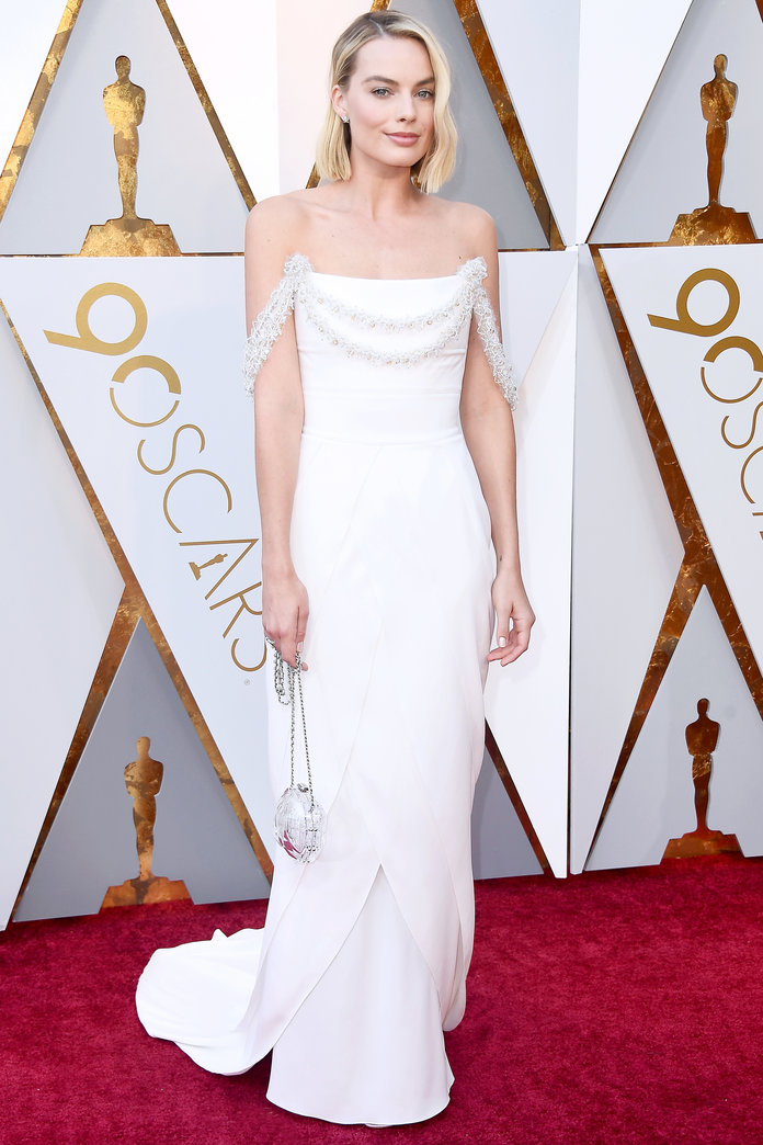 <p>Margot Robbie in Chanel Haute Couture</p>