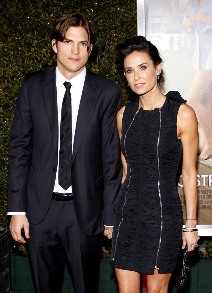 Los Angeles Premiere of 'No Strings Attached' - Red Carpet