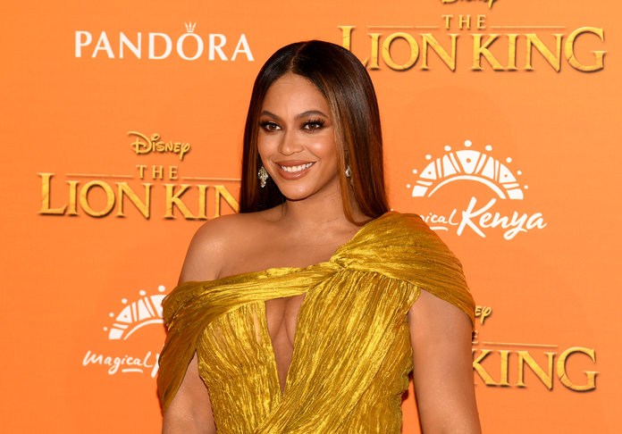 Lion King roars to top of box office