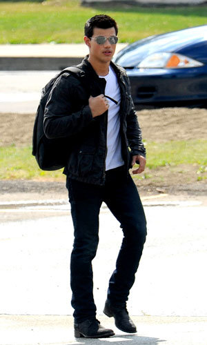 Twilight star Taylor Lautner fully booked for 2011!